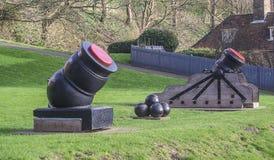 Kanonen mit Kanonenkugeln Stockfotografie