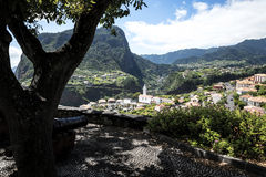 Kanonen am Standpunkt über Faial und dem  Penha de à guia oder Adlerfelsen, Madeira, Portugal Lizenzfreies Stockfoto