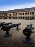 Kanoner i Les Invalides (Hôtel des Invalide) i Paris, Frankrike. Fotografering för Bildbyråer