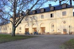 Kanoner nära den Drottningholm slotten Royaltyfria Foton