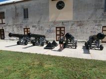 Kanoner på den kungliga sjö- varven Royaltyfri Bild