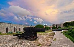Kanoner på det spanska fortet Arkivbild