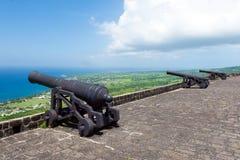 Kanoner på svavelkullefästningen, öSt Kitts och Nevis Arkivfoto