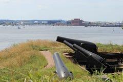 Kanoner vid floden Royaltyfria Foton