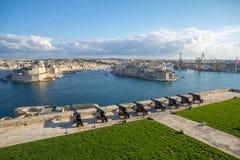Kanonnen over de Grote Haven van Malta ` s; meningen van Birgu en Senglea royalty-vrije stock afbeeldingen