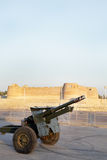 Kanonskottlossning på Arad Fort för avbrott det snabbt i aftonen Arkivbild