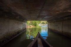 Kanorit onder brug in Munroe-Eiland royalty-vrije stock afbeeldingen