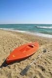 Kanota på stranden Arkivbild