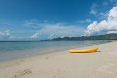 Kanota på stranden Royaltyfri Fotografi