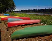 kanotar färgrikt arkivfoton