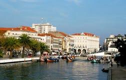 Kanoter i Aveiro, Portugal arkivfoton