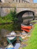 Kanoter på den 200 år berömmen av den Leeds Liverpool kanalen på Burnley Lancashire Arkivbilder