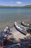 Kanoter på en fjärrkontroll Lakeshore arkivfoton