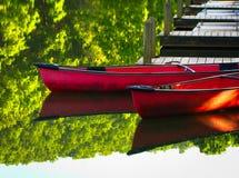 Kanoter på skeppsdocka 2 royaltyfria bilder