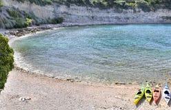 Kanoter på stranden arkivfoto