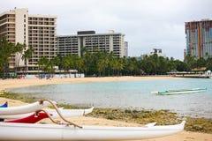 Kanoter på Waikiki, Hawaii Royaltyfri Bild
