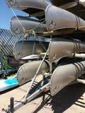 Kanoter som staplas på en släp, USA arkivfoton