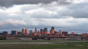 Kansas City Missourri Glinianego okręgu administracyjnego miasta linii horyzontu W centrum wschód słońca Zdjęcie Royalty Free