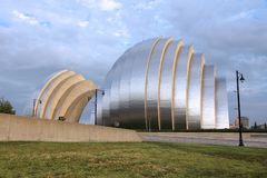 Kansas City. USA - JUNE 25, 2013: Kauffman Center for the Performing Arts building in , Missouri. Famous building was completed in 2011 and is an example of Stock Photos