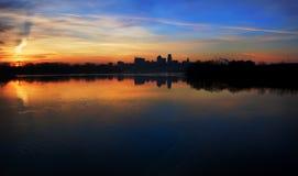 Kansas- CitySkyline am Sonnenaufgang panoramisch Stockfotografie