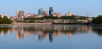 Kansas- CitySkylinepanorama. Stockfotos