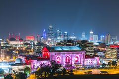 Kansas, Missouri, USA 09-15-17, schöne Kansas City-Skyline an Lizenzfreie Stockfotografie
