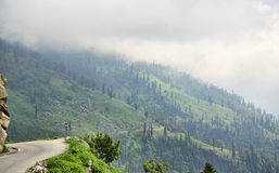 Kant av den sceniska bergvägen Royaltyfri Fotografi