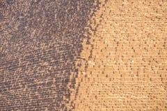Kant av den stora pyramiden av cheopsna royaltyfri fotografi