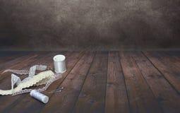 Kant en spoos van draden cark achtergrond stock afbeelding