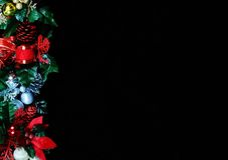 Kant för julgirlandsida. royaltyfri foto