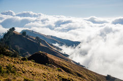 Kant för monteringsRinjani krater royaltyfri bild
