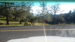 kant van de weg stock fotografie