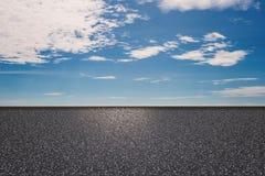 Kant van de weg met blauwe hemelachtergrond Royalty-vrije Stock Afbeelding