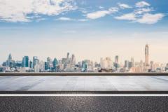 Kant van de weg met cityscape achtergrond Royalty-vrije Stock Foto