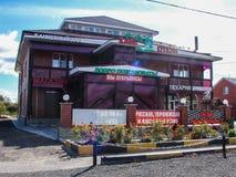 Kant van de wegkoffie in het Kaluga-gebied van Rusland stock afbeelding