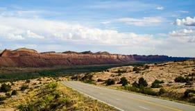 Kant van de weglandschap in Utah dichtbij het Vier Hoekengebied. Royalty-vrije Stock Foto's