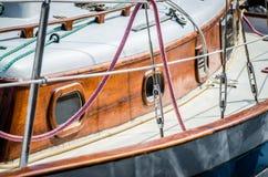 Kant van Oude Houten Zeilboot Stock Fotografie
