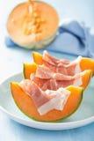 Kantaloepmeloen met prosciutto Italiaans voorgerecht Stock Afbeelding