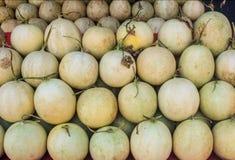 Kantaloepmeloenen op markt Stock Foto