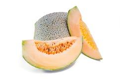 Kantalup, Charentais melon z połówką lub ziarna na bielu fotografia stock