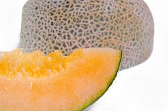 Kantalup lub Charentais melon pokrajać na białym tle obraz stock