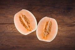 Kantalup lub Charentais melon z połówką obrazy stock