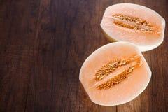 Kantalup lub Charentais melon z połówką obrazy royalty free