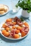 Kantalup melonowa sałatka z mozzarellą i baleronem obrazy stock