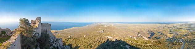 Kantaru kasztelu panorama w kierunku Karpasia peninsu Zdjęcie Stock