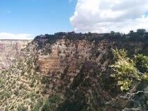 Kante von Grand Canyon mit Häuschen auf die Oberseite Stockfotos