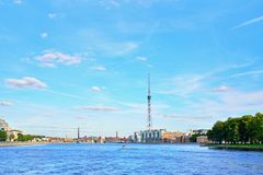 Kantemirovsky桥梁的看法和电视从t耸立 库存图片