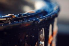 Kanten av målarfärgen för reparationer i vattensmå dropparna royaltyfri fotografi