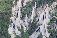Kanter av jordpyramider i Hautesen-Alpes, Frankrike arkivfoto