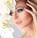 kanter för kvinnlig för skönhetframsida gör trendiga upp red royaltyfri bild